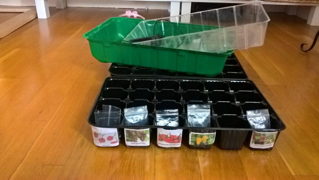 Обозначени контейнери за семена